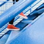階段を使った筋力トレーニングと、心肺機能などの持久的な能力向上を狙った練習メニュー